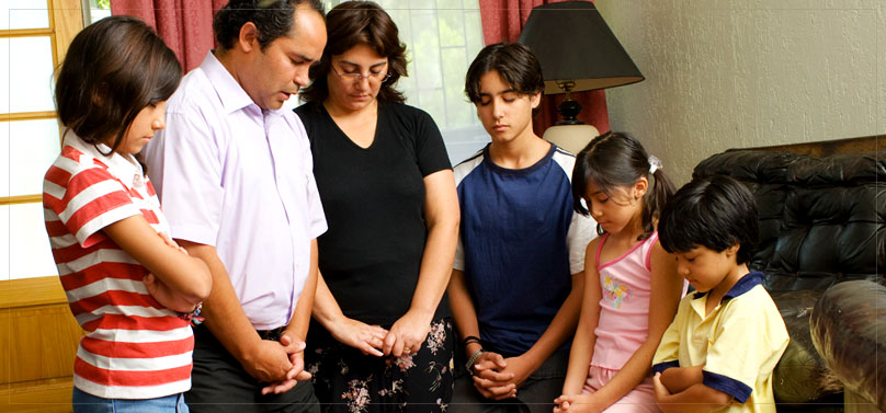 familypraying--hispanic.jpg