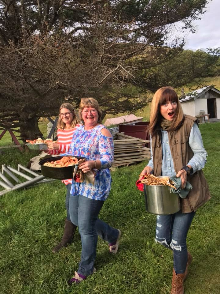 HIWW-2018--Ann, Lisa + Arabah carrying crab.jpg