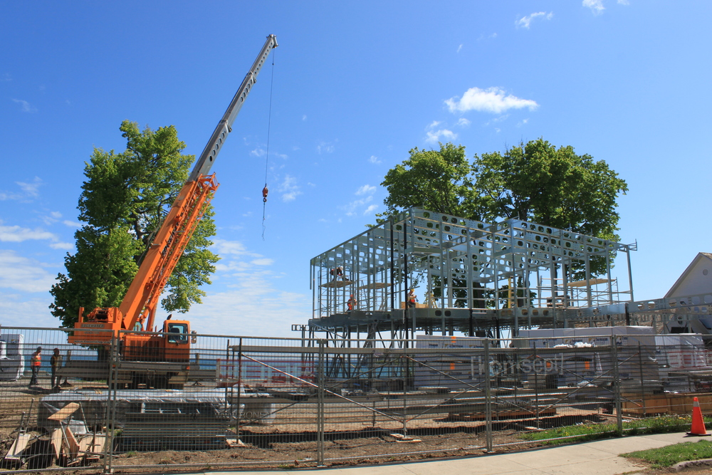 Konsept Assembling a BONE Structure Home in Niagara-on-the-Lake