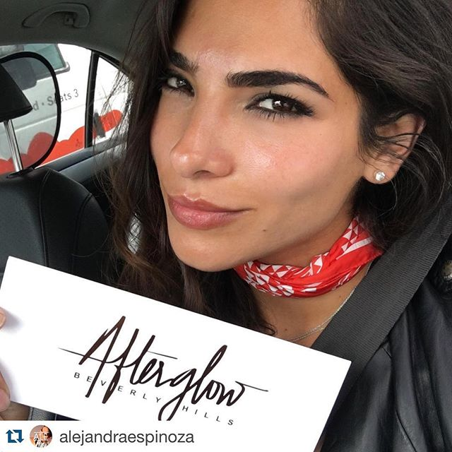 - #MotivationMonday - 💁🏻 Thank you @alejandraespinoza for motivating us to reach for the No Make-up Monday (and everyday) glow ✨ #NMM#Glow#SkinSecret#Beauty#TheAfterglowEffect#LA#BeverlyHills#Facial#Skincare#Hollywood#RedCarpet#Treatment#AlejandraEspinoza#WeHo#Natural#SkinHealth#AfterglowBeverlyHills  #Repost @alejandraespinoza ・・・ my new favorite place 🙌🏻 @afterglowbeverlyhills you girls are AMAZING!!! creo que después de esto me olvidare de los filtros 😁.... Ok no pero solo porque me gustan jajjaja  asi me quedo la piel después de mi primer visita, no traigo base y me encanta 💃🏻💃🏻💃🏻💃🏻💃🏻