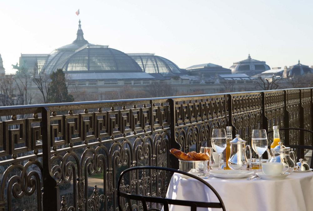 La-Reserve-Paris-Hotel-breakfast-Grand-Palais-view.jpg