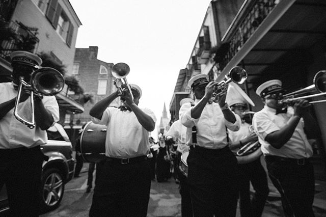 Only in New Orleans . . . . . #wednola #theweddinglegends #thehappynow #theknot #ohwowyes #agameoftones #artifactuprising #authenticlovemag #belovedstories #heyheyhellomay #lookslikefilm #magnoliarouge #neworleanswedding #pursuingthelove #radlovestories #weddingday #photographthepeople #destinationwedding #fearlessphotographer #destinationphotographer #elopementphotographer #travelphotographer #secondlinesunday