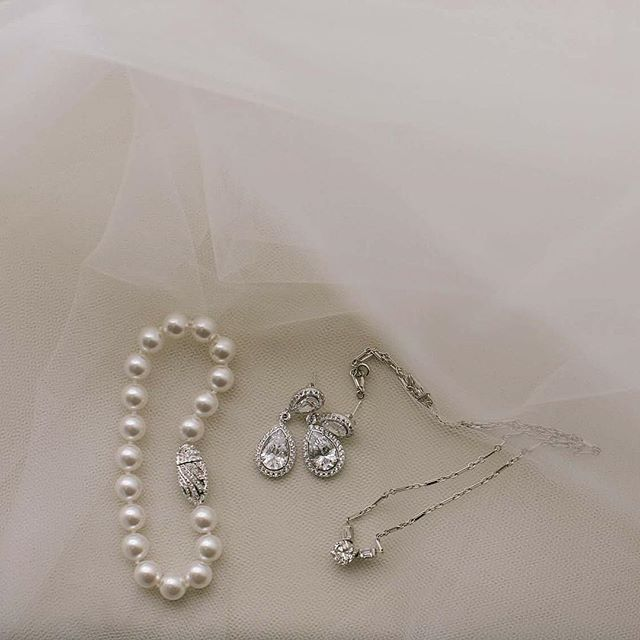 the sweet details . . . . . . #weddinginspo #fineartweddings #marthaweddings #southernwedding #fineartcuration #lovestory #radlovestories #savannahphotographer #georgiaphotographer #georgiawedding #cumberlandislandwedding #ashevillewedding #love #stylemeprettyweddings #abmlifeissweet
