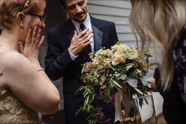 I think it's safe to say Sharon 100% adored her wedding bouquet 👍🏼 @urbanearthstudios . . . . . #bigeasybliss #wednola #theweddinglegends #thehappynow #theknot #ohwowyes #agameoftones #artifactuprising #authenticlovemag #belovedstories #heyheyhellomay #lookslikefilm #magnoliarouge #neworleanswedding #pursuingthelove #radlovestories #weddingday #photographthepeople #destinationwedding #fearlessphotographer #destinationphotographer #elopementphotographer #travelphotographer #secondlinesunday