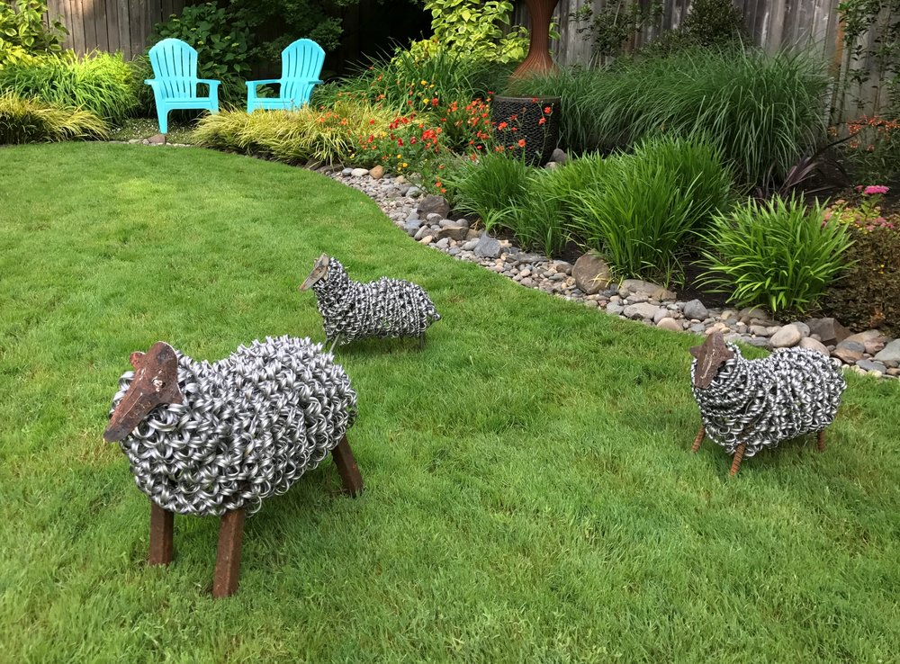 Sheep sculptures of recycled materials, by Marta Farris.