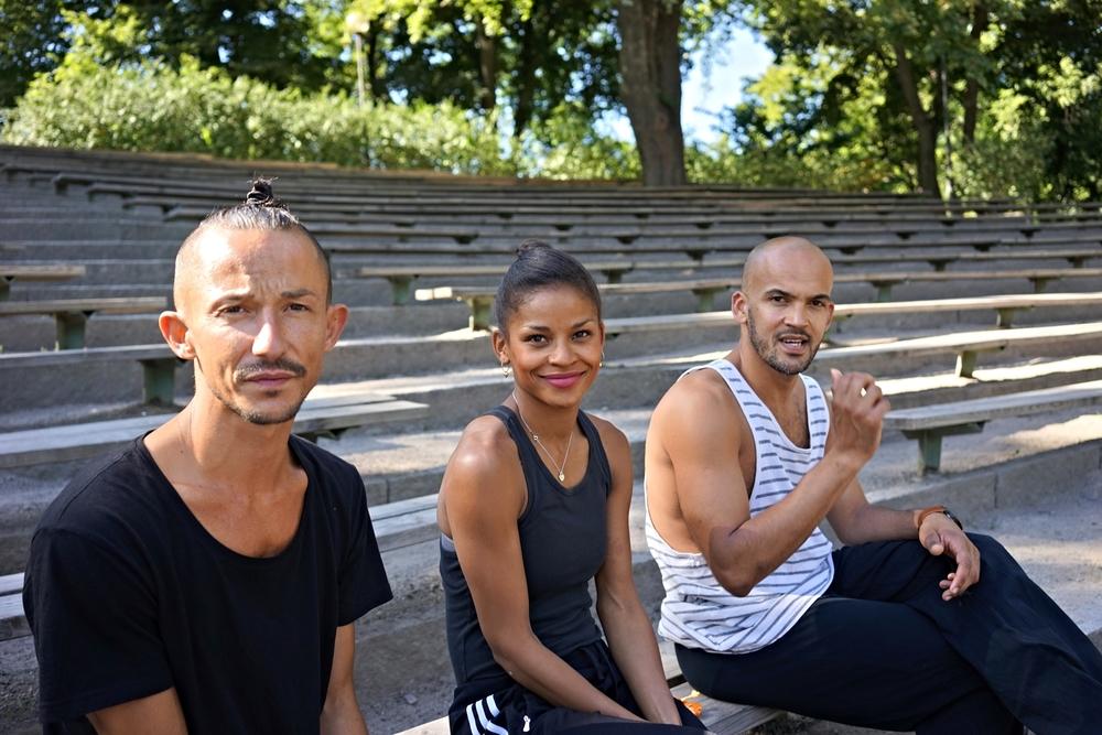 En stund i Vitabergsparken i Stockholm med softa Luca, Maxim-Jo Beck McGosh och Alessandro Sousa från Dansk danseteater.