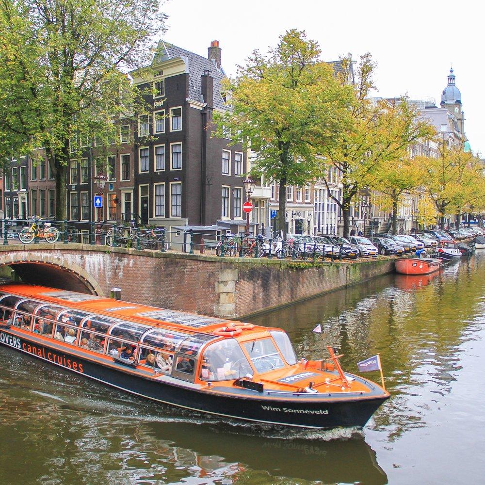 Os barcos também são meio de transporte público!