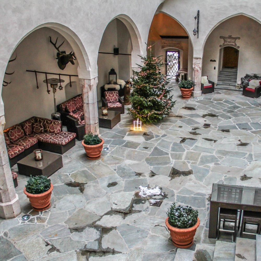 O pátio principal do castelo