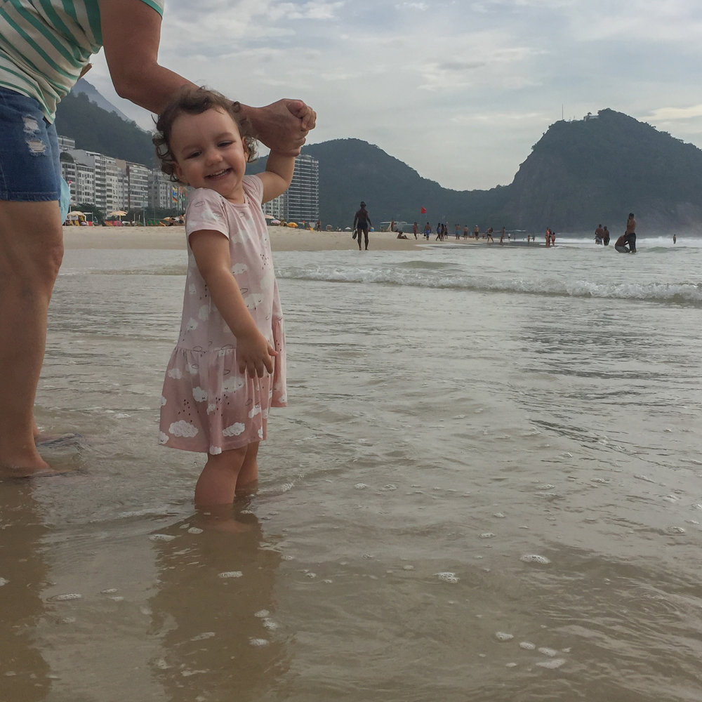 Tudo vale a pena se a alma não é pequena. Olivia aproveitando o mar antes de seguir viagem!