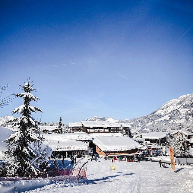 há dias não via o céu tão azul, endlich, o sol ist wieder da! #homeoflässig #snowescape #discoveraustria