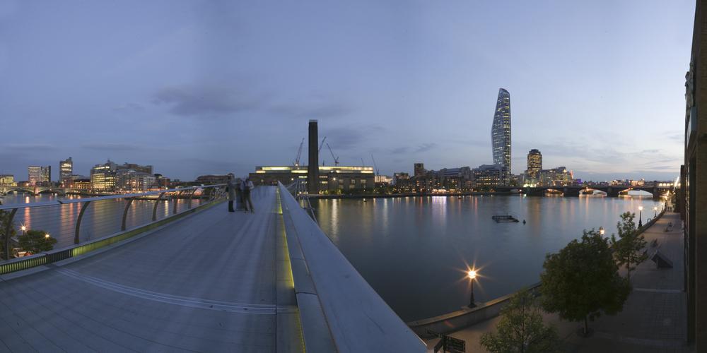 D787_Pan_Millennium_Bridge.jpg