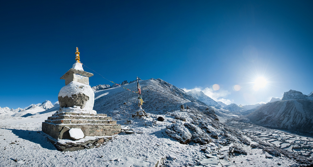 Chorten above Dingboche 1.jpg