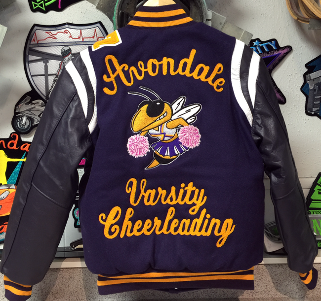 AvondaleVarsitycheerleadingPomPomBeeCustomYellowJacketPink-GetCustomized-wb.png