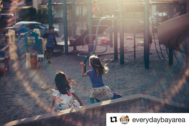 Continuing our catch-up with our favorite photographers and projects, the latest from @everydaybayarea ! #Repost @everydaybayarea ・・・ Preschool friends soak in the long summer days in Oakland. Photo// @ducstar  #catchlighteveryday #everydaybarea #catchlight #oakland #summer #childhoodunplugged