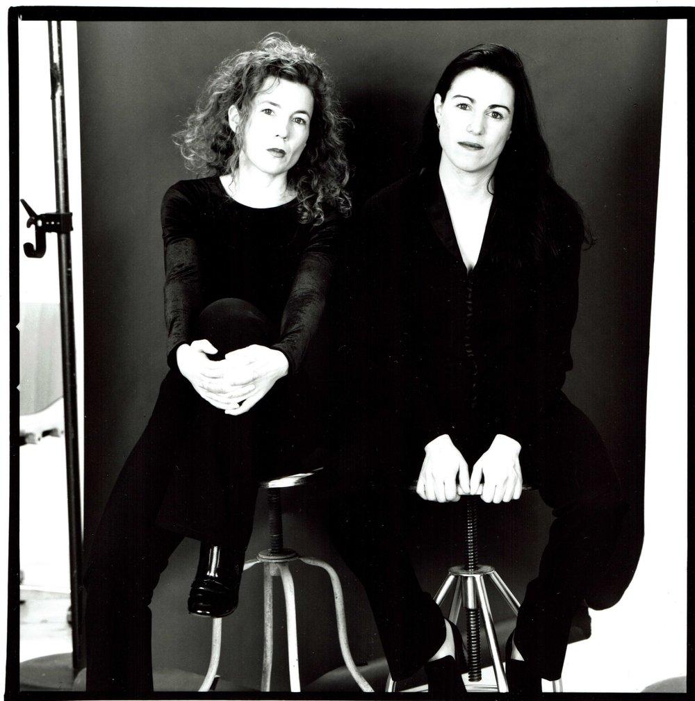 Jennifer Macdonald and Hillary Leone, 1996. Photo by: Arne Svenson.