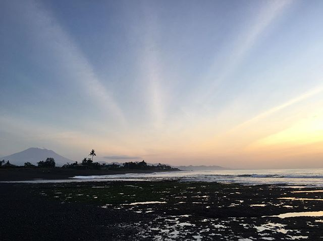 So last week I missed the 4th and emails and dms about Bali because I got food poisoning.  As an apology to everyone that had to deal with a major delay in response time, we are offering $100 off all our packages until 15 July. You can hold your spot with only a deposit. Bali sunrises alone are a reason to book your flight now (and we've been seeing so many flight deals to Bali lately too). We hope you join us for some Fitness + Foolishness 🌴🏄🏽♀️ DISCOUNT CODE: FIREWORKS