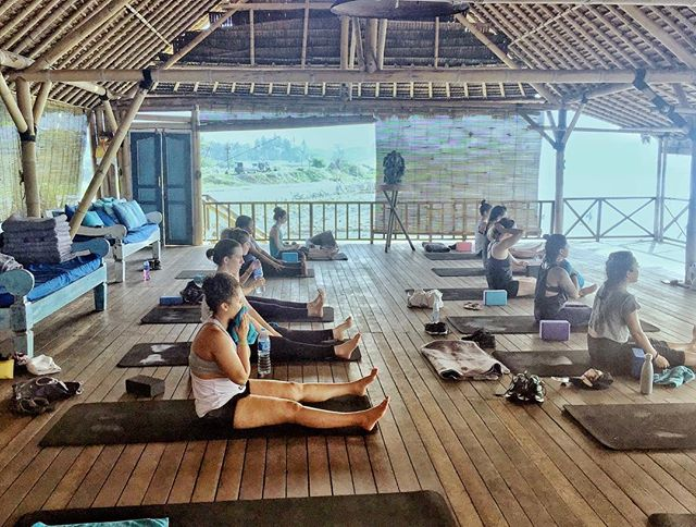 We can't wait to be sweating it out here again! Are you coming to our Bali retreat?! We love the ocean front yoga shala for workouts with views of world class waves 🏄🏽‍♀️🏄🏾‍♂️ 17-22 October  Sign up at fitnessandfoolishness.com