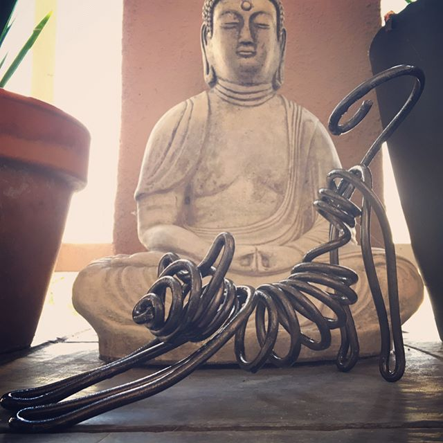 Single-strand #wireart #cat #stretch Trying out another new idea: very thick heated wire and a post-form wire treatment. Simple design for working it out with this one. #animal #art #sculpture #buddha #yoga #feline #buddhism