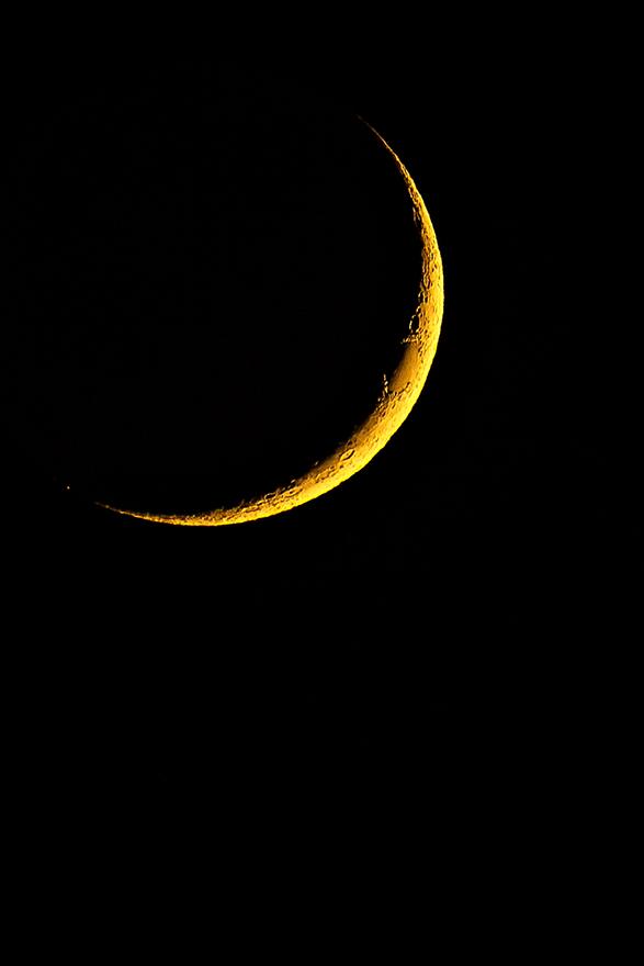 Moon-01.jpg