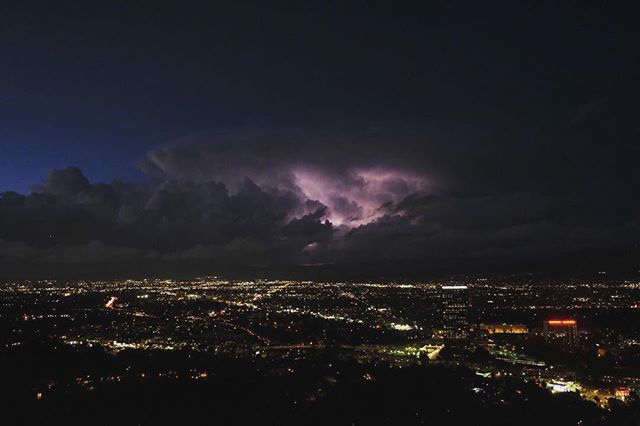 While driving home last night I noticed some of the most beautiful clouds I've ever seen in LA. I grabbed my Fujifilm X-T2 at home and then drove up to the Universal City Overlook for the last little bit of light for the day. Lightning strikes within the clouds added even more beauty to the moment. I hand held the camera with my focus locked on the clouds and waited for the light and then shot with a burst mode. As an added bonus, I met @carriejphoto another photographer capturing this stunning LA evening.