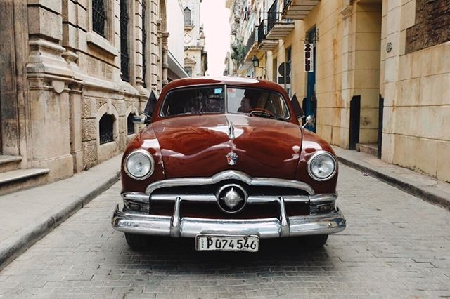 Getting dropped off by Victor and his 1950 Ford in Habana Vieja for our first day in the old city.