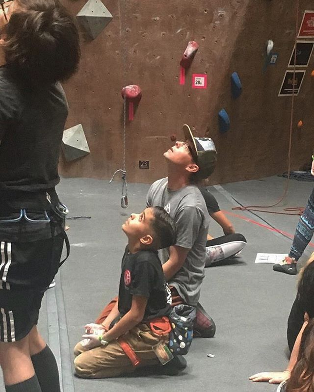 Have you looked up all the great fitness classes we have to offer? Take a climbing class, body sculpt class or even try our new aerial silks! We would love to see you 🙃 •••••••••••••••••••••••••••••••••••••••••••••••••••• Featured one of our amazingly dedicated members, Mikey, coaching comp. team member Jayden #coaching #competition #climbing #rockclimbing #bouldering #gym #fitness #fitlife #classes