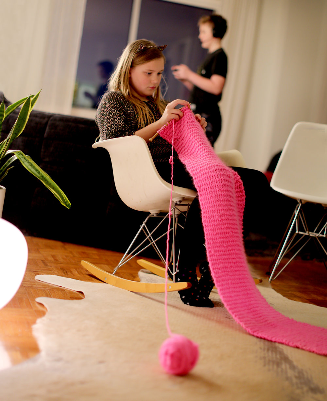 7W1A9571_knitting_ritathompson.jpg
