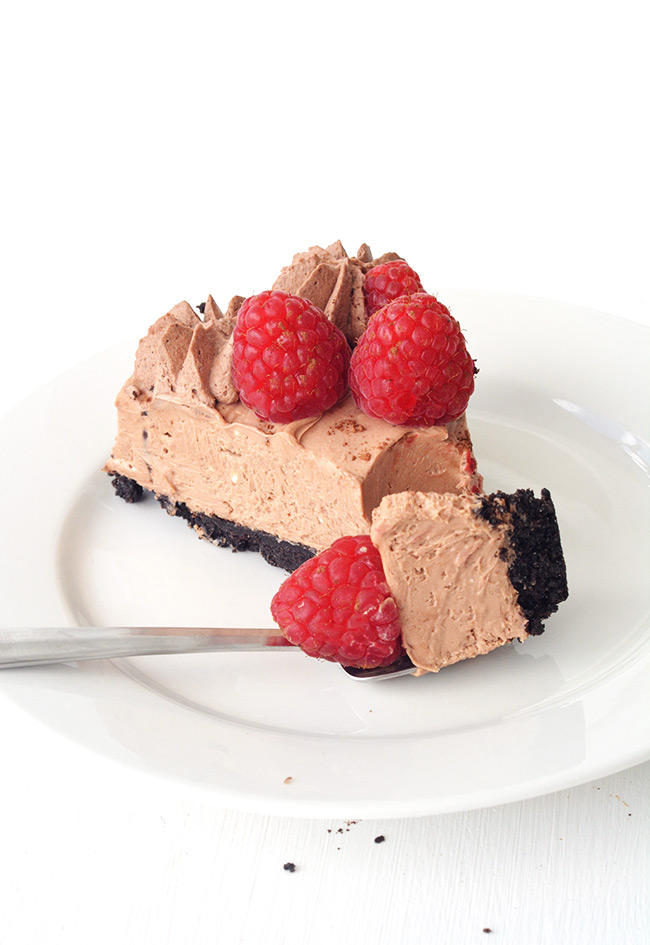 No Bake Raspberry Chocolate Cheesecake with an Oreo crust | Sweetest Menu
