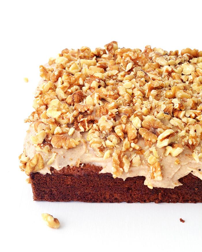 Banana Walnut Snack Cake with cinnamon frosting | Sweetest Menu