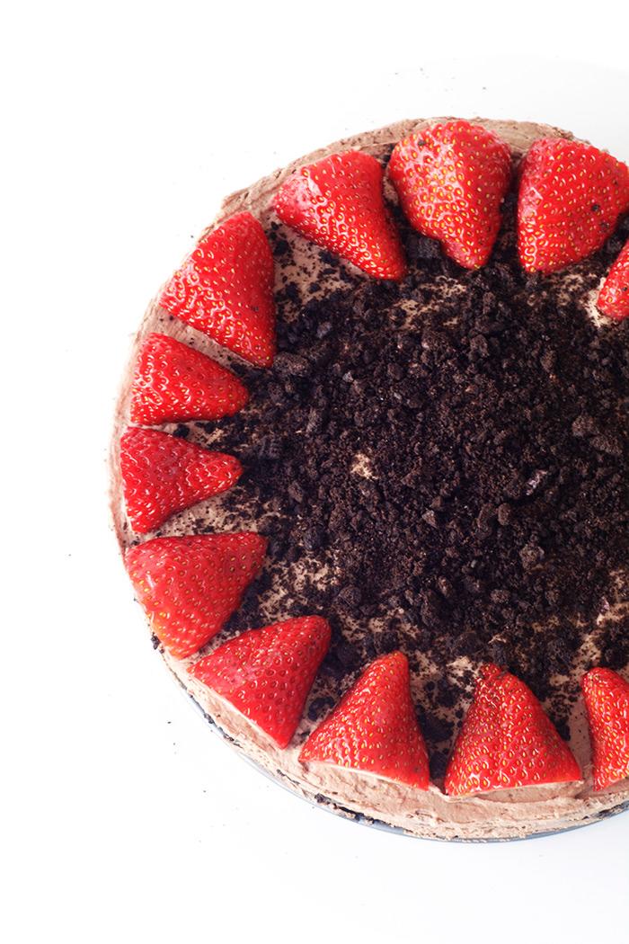 No bake Strawberry Oreo Chocolate Icebox Cake | Sweetest Menu
