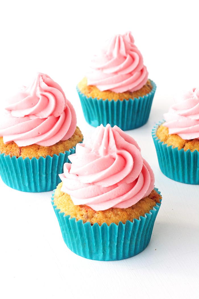 Fruity Pebble Vanilla Cupcakes | Sweetest Menu