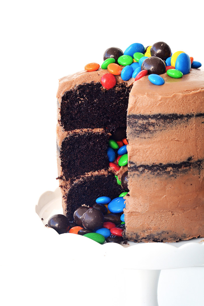 Chocolate Pinata Party Cake filled with candy | Sweetest Menu
