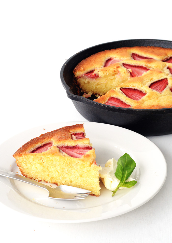 Lemon Strawberry Skillet Cake | Sweetest Menu