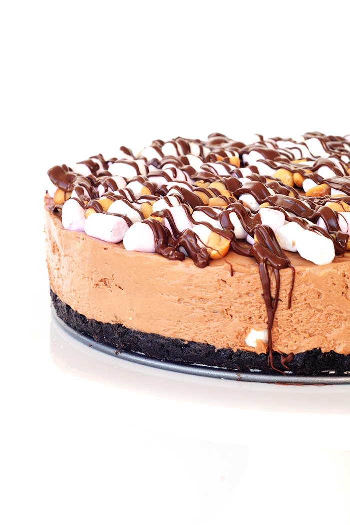 No Bake Rocky Road Cheesecake with an Oreo crust | Sweetest Menu