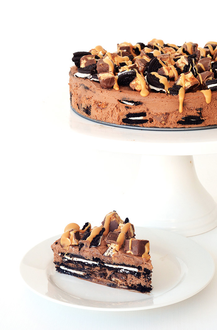 Snickers Peanut Butter Chocolate Oreo Icebox Cake | Sweetest Menu