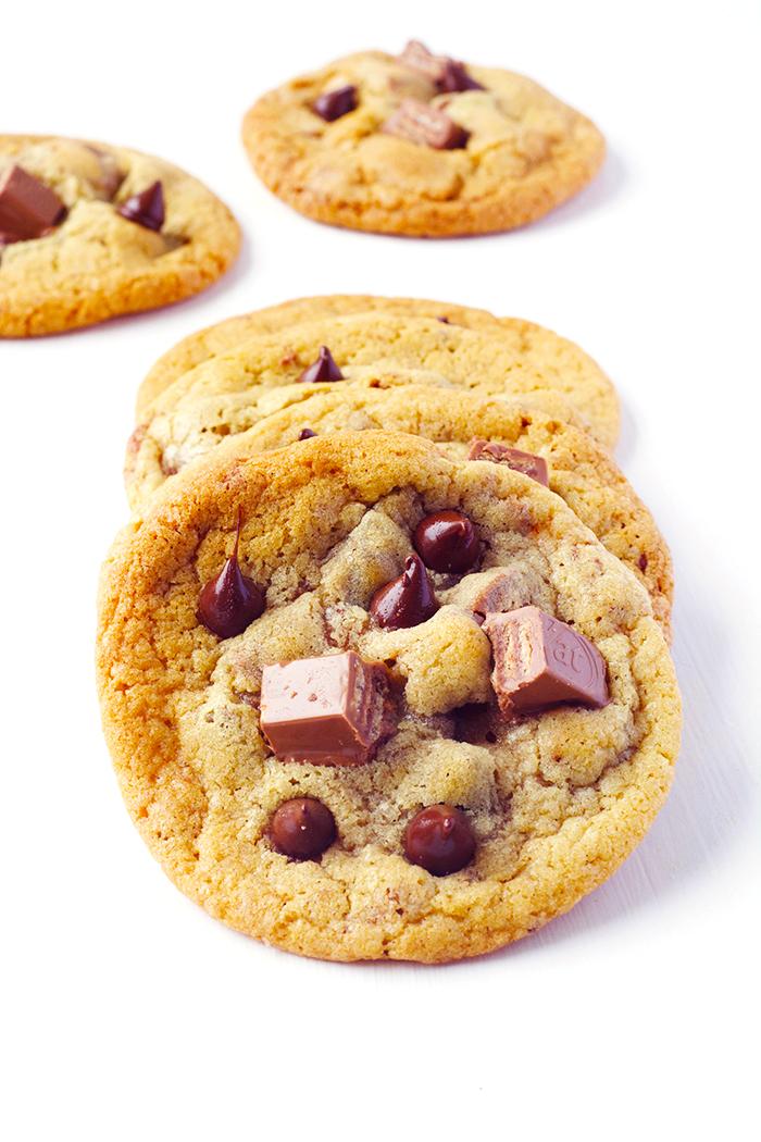 Crispy Kit Kat Chocolate Chip Cookies | Sweetest Menu