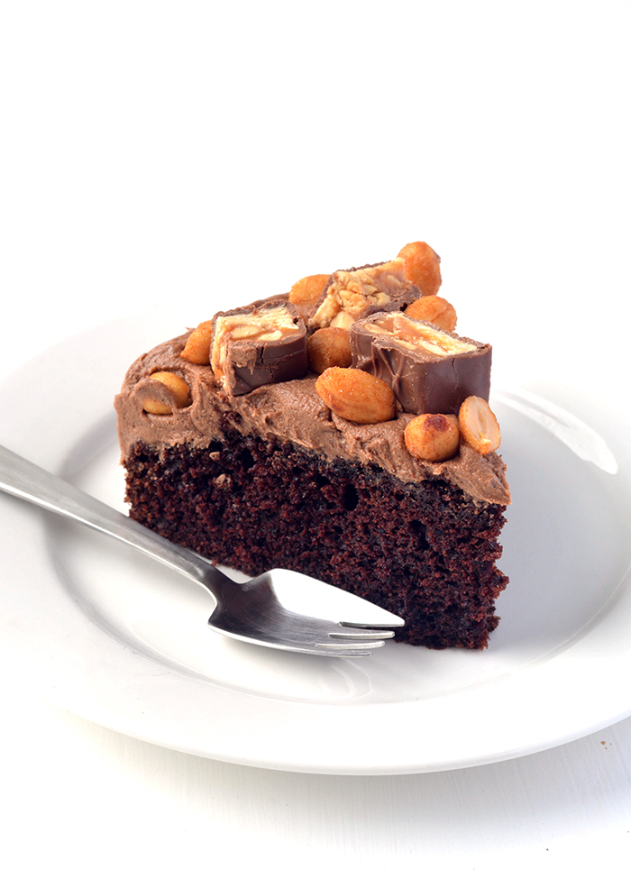 Easy Chocolate Snickers Cake with chocolate caramel frosting | Sweetest Menu