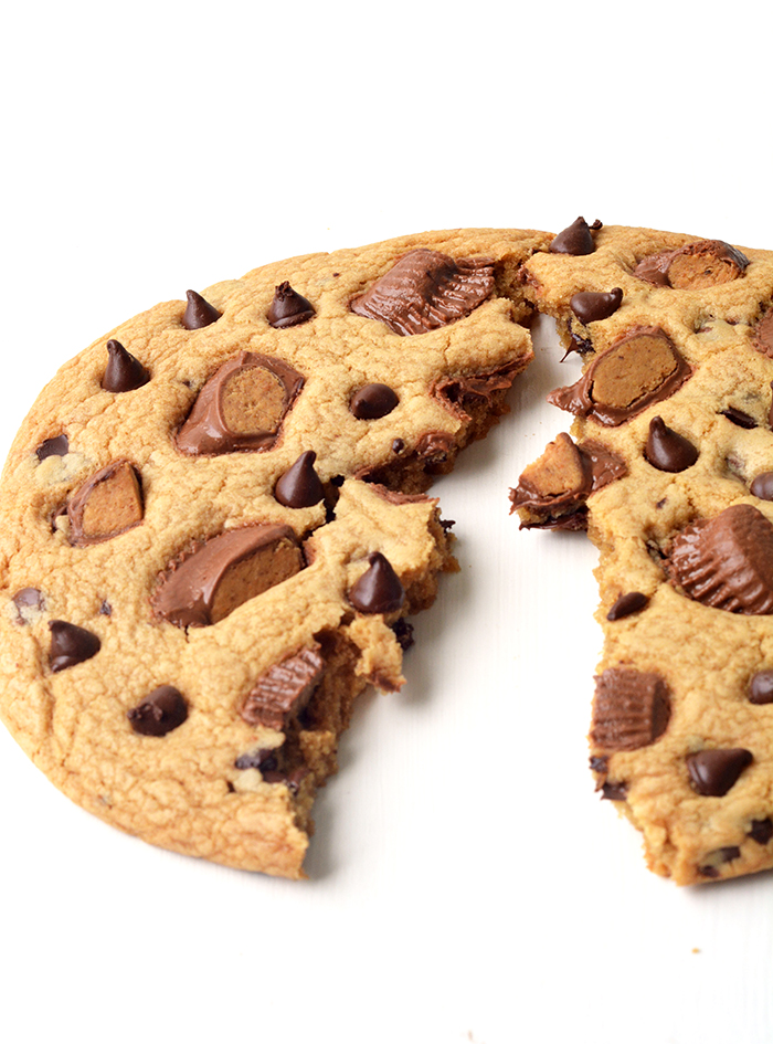 Learn how to make One Giant Peanut Butter Chocolate Chip Cookie | via www.sweetestmenu.com
