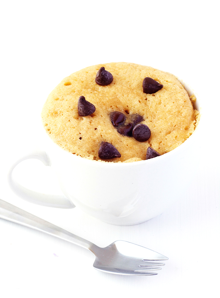 Easy Vanilla Chocolate Chip Mug Cake | via sweetestmenu.com