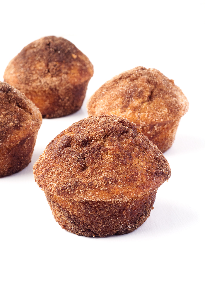 Cinnamon Donut Muffins that taste just like a fried cinnamon donut | via sweetestmenu.com