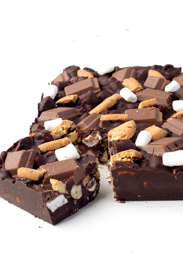 Easy Smores Rocky Road made with just 6 ingredients | via sweetestmenu.com