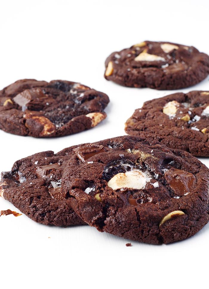 Thin and crispy Dark Chocolate Marshmallow Cookies | via sweetestmenu.com