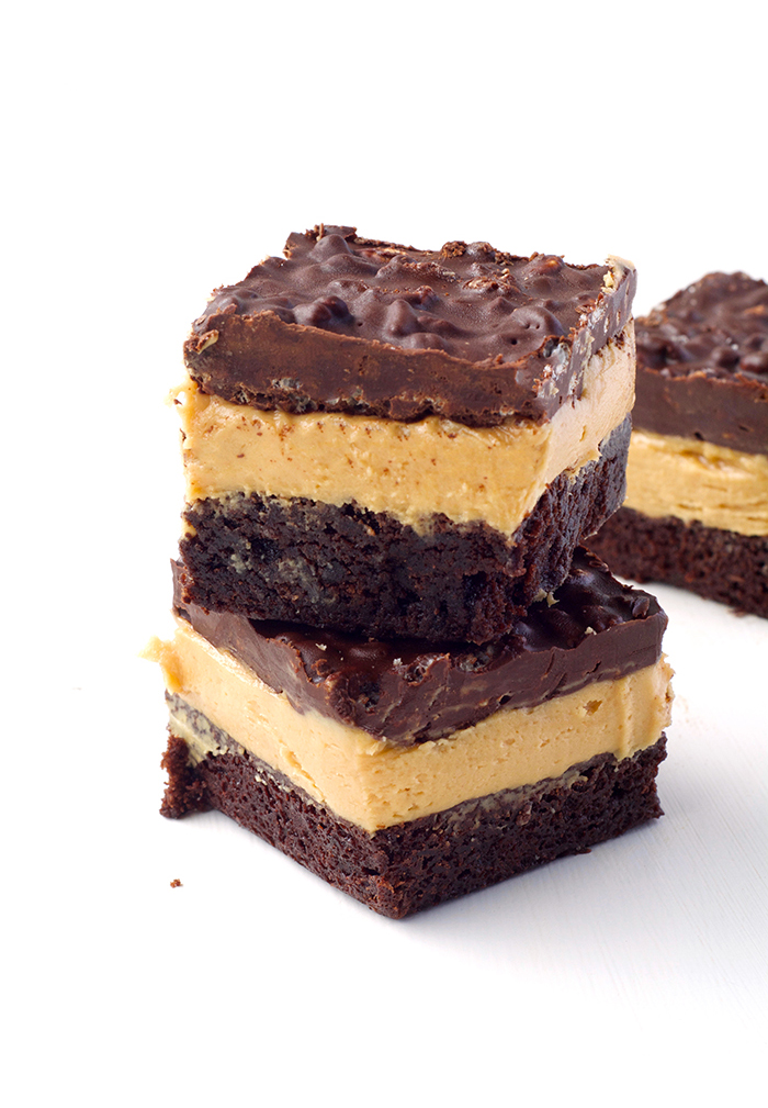 Peanut Butter Chocolate Brownie Crunch Bars | via sweetestmenu.com