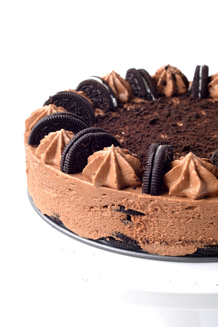 Oreo Chocolate Cheesecake Icebox Cake - completely no bake | sweetestmenu,com
