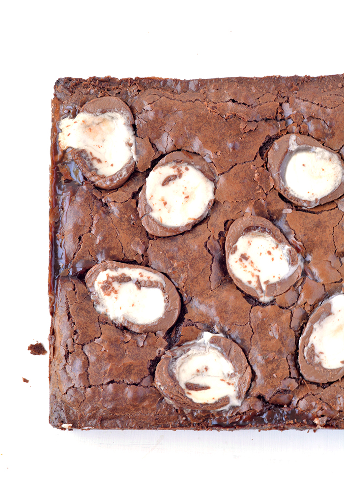 Cadbury Crene Egg Brownies - perfect for Easter | via sweetestmenu.com