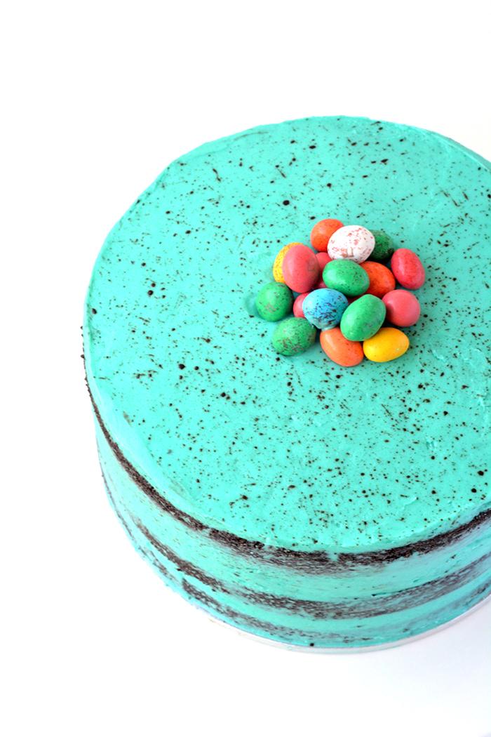 Speckled Egg Chocolate Pinata Cake | via sweetestmenu.com