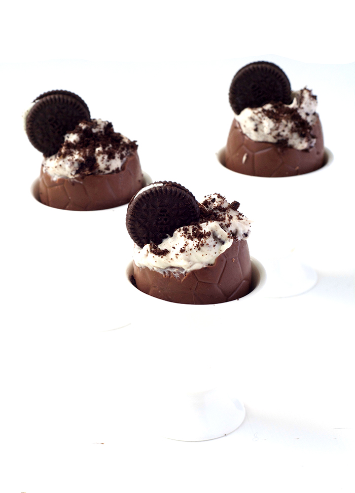 Oreo Cookies and Cream Filled Easter Eggs | via sweetestmenu.com