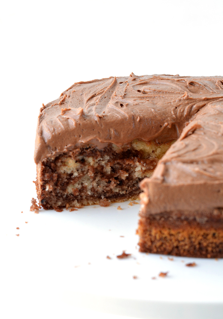Easy Marble Cake with creamy chocolate frosting | www.sweetestmenu.com