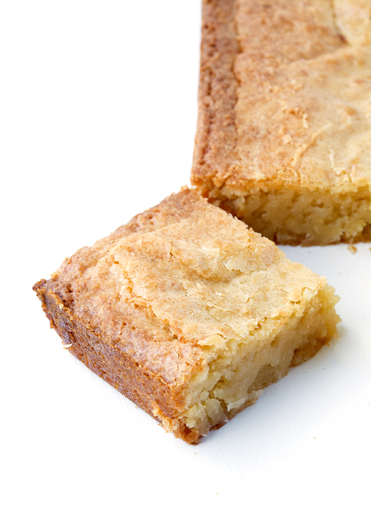 Easy One Bowl White Chocolate Coconut Brownies | recipe via sweetestmenu..com