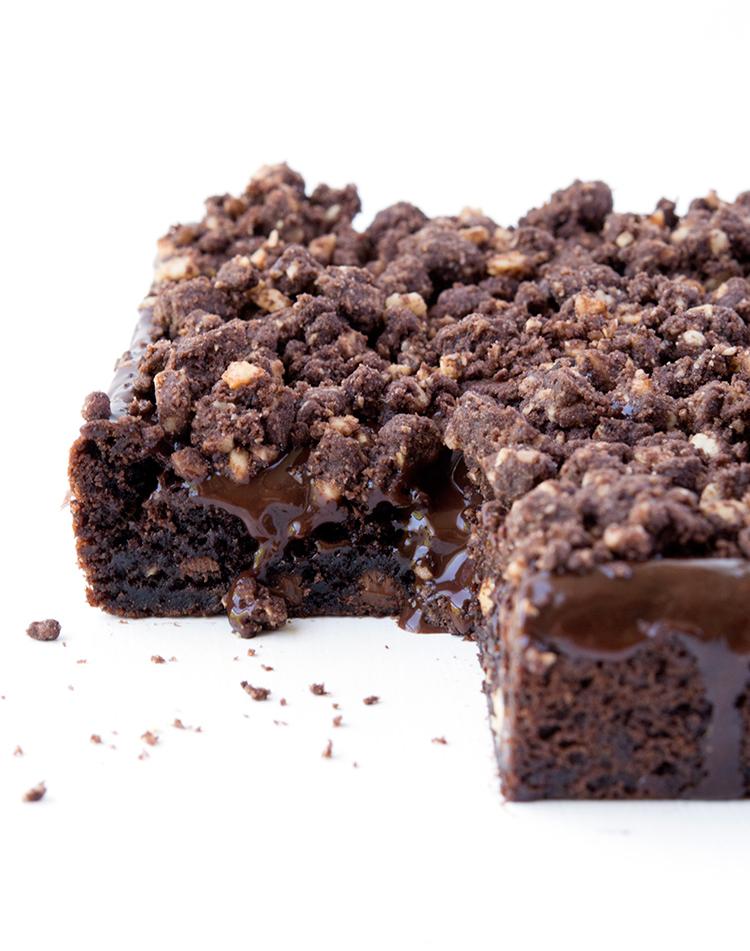 Amazing Chocolate Hazelnut Slice with chocolate ganache and homemade hazelnut crumbs | recipe via sweetestmenu.com